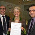 The BBPA's chief executive Brigid Simmonds with Mark Stewart, chairman of Pubs of Ulster (left) and Colin Neill, the organisation's chief executive (right) at Brewers Hall, for the signing of the Memorandum